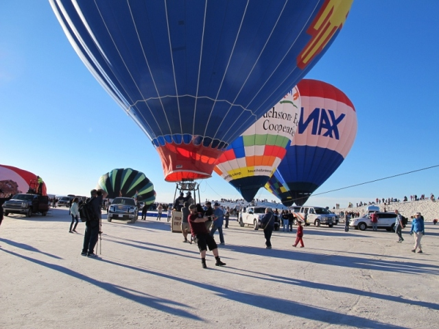 white_sands_hot_air_balloons_9b_cheyenne_macmasters-800x600