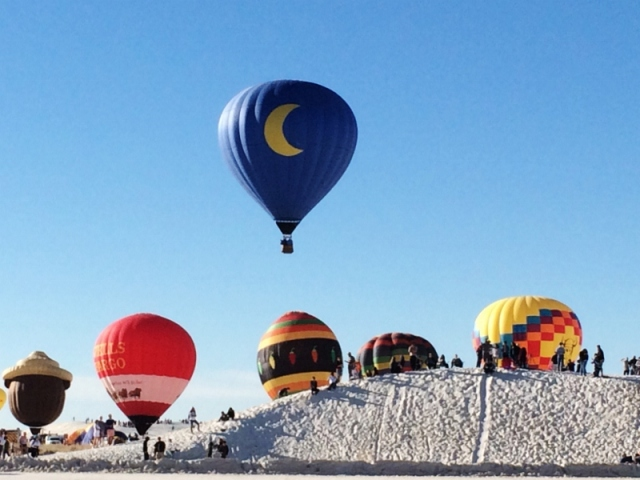 white_sands_hot_air_balloons_f_cheyenne_macmasters-800x600